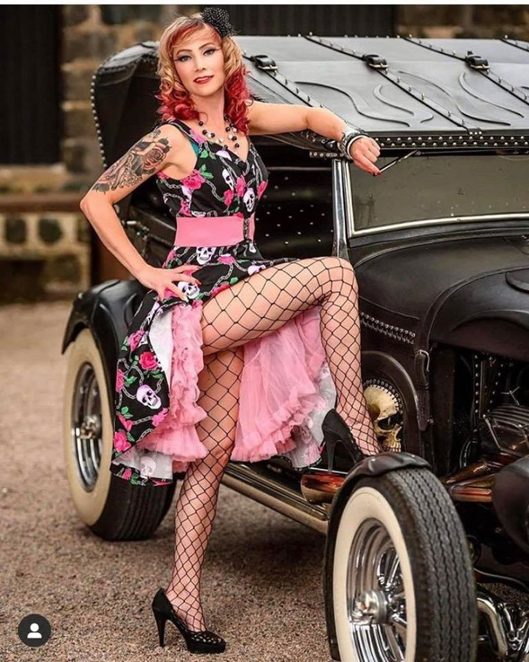 Pin-up et hotesse - Page 18 10744910