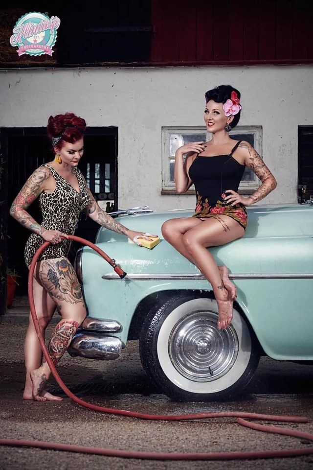 Pin-up et hotesse - Page 18 11679410