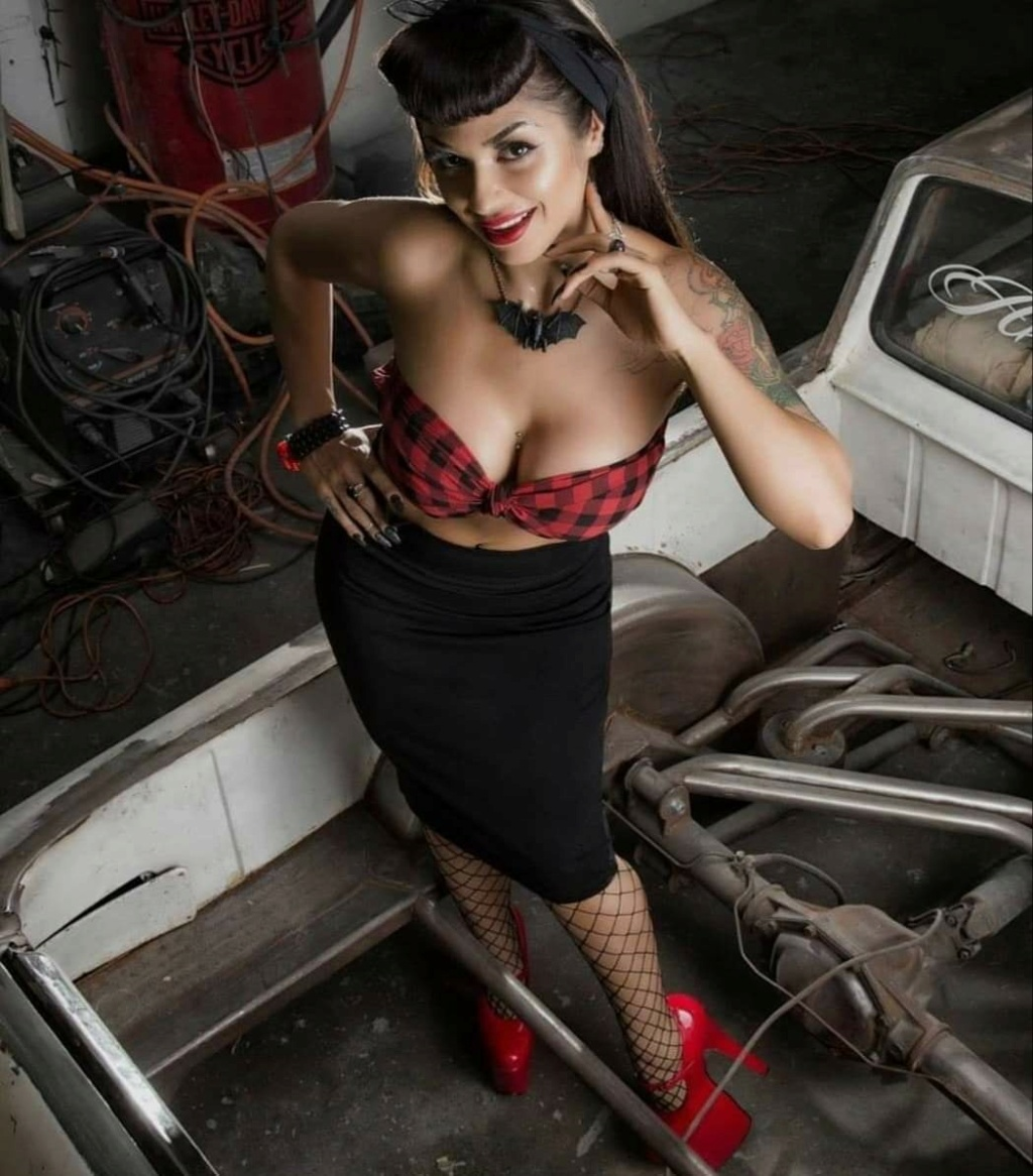 Pin-up et hotesse - Page 23 12279510