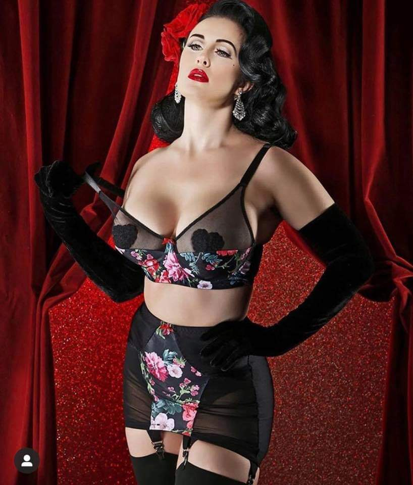 Pin-up et hotesse - Page 14 Fb_im148