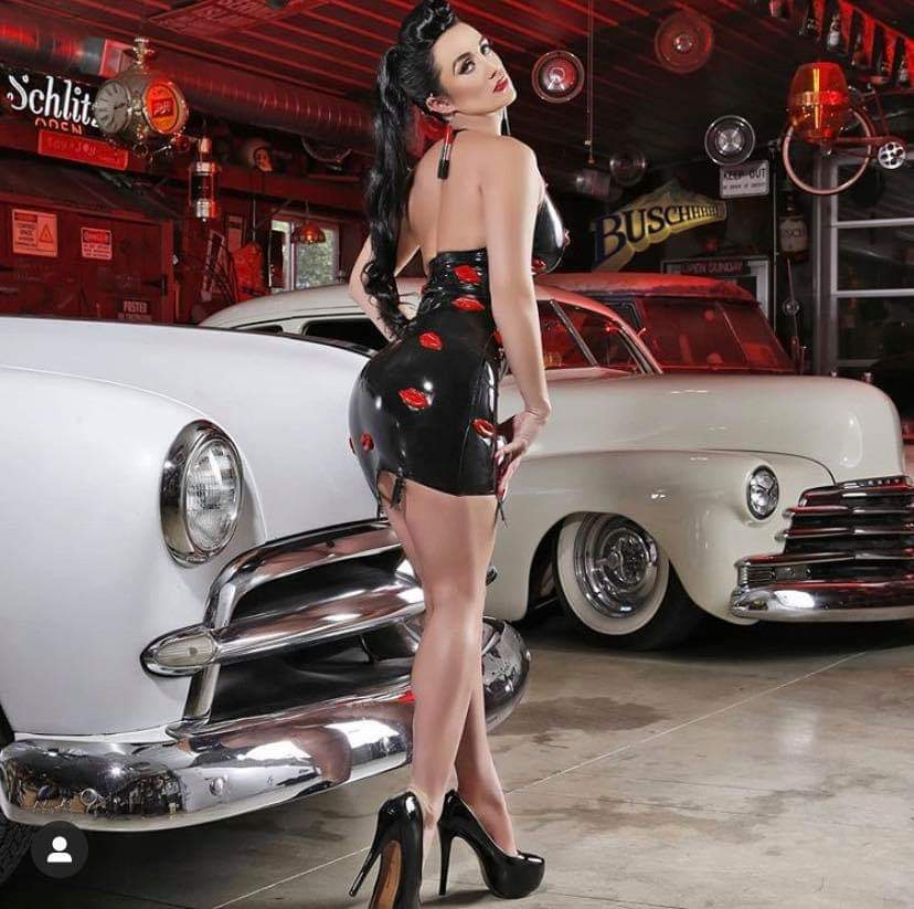 Pin-up et hotesse - Page 15 Fb_im151