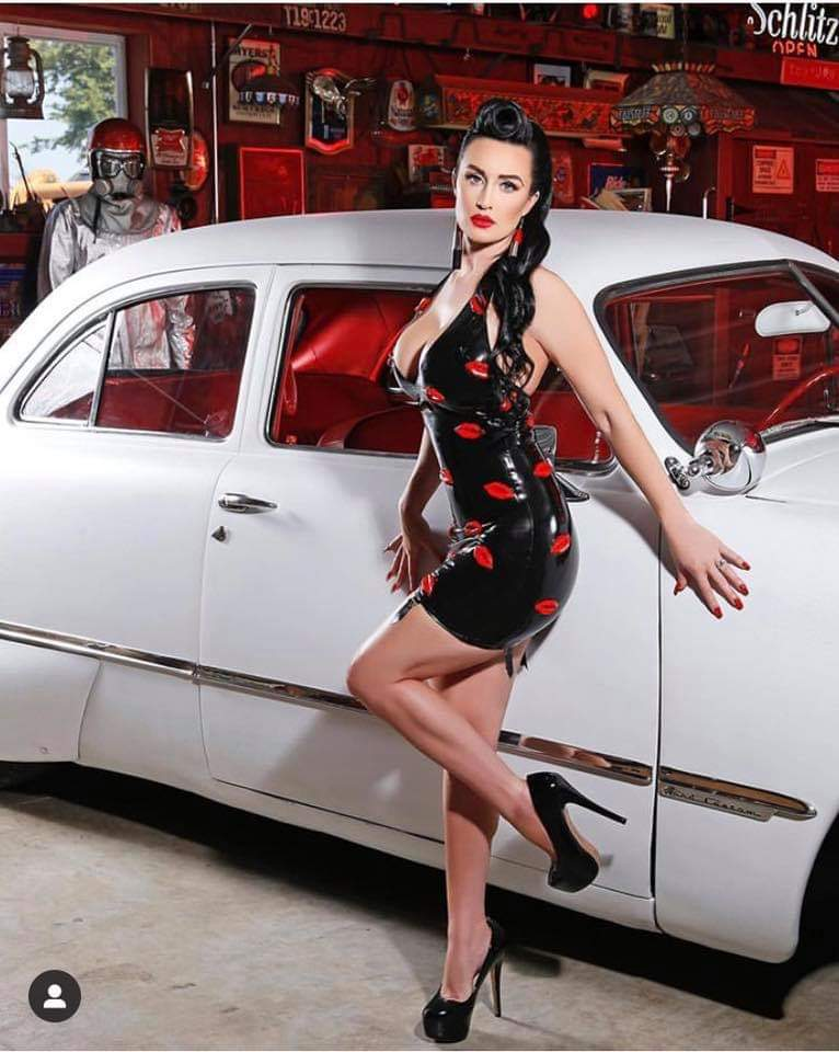 Pin-up et hotesse - Page 15 Fb_im157