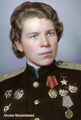 alertline - NEW PRODUCT: Alert Line Boundary Game Model: 1/6 WWII Soviet Army Female Soldier NKVD, Soviet Army Female Medical Soldier #AL100031/32 Price announced Major_11