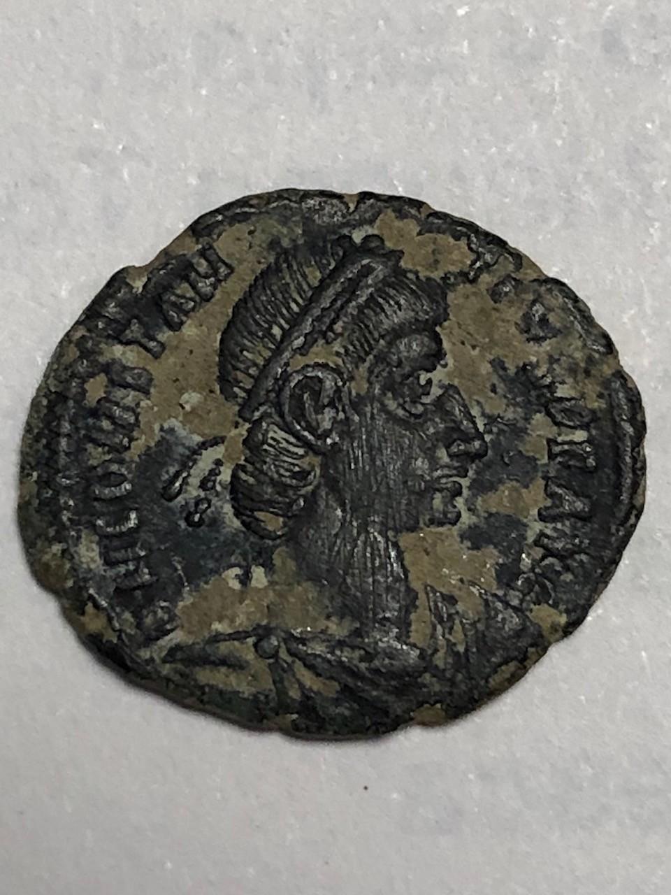 AE3 de Constancio II. FEL TEMP – REPARATIO. Soldado romano alanceando a jinete caído. Roma. Anv510