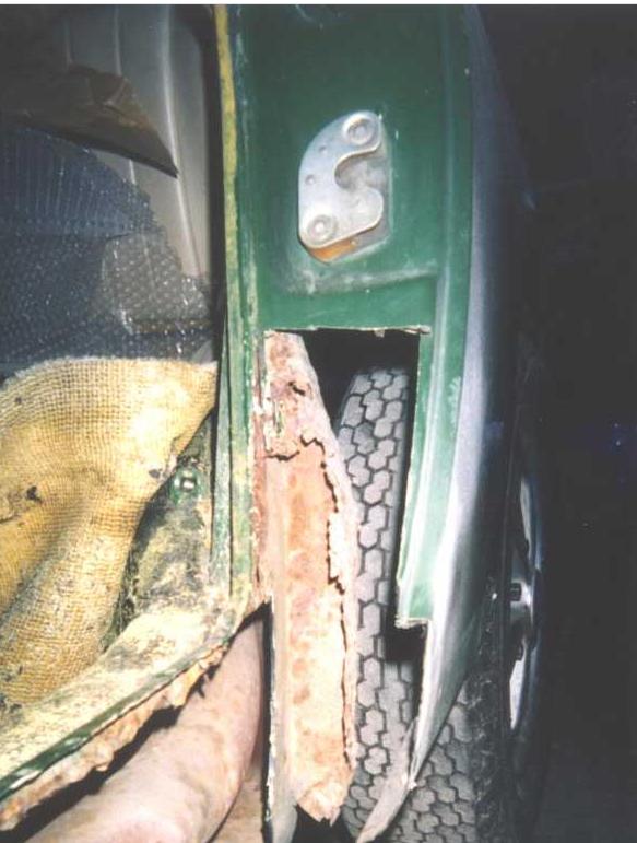 Porsche 911 caisse en restauration par les ateliers du centr - Page 2 1985_a10
