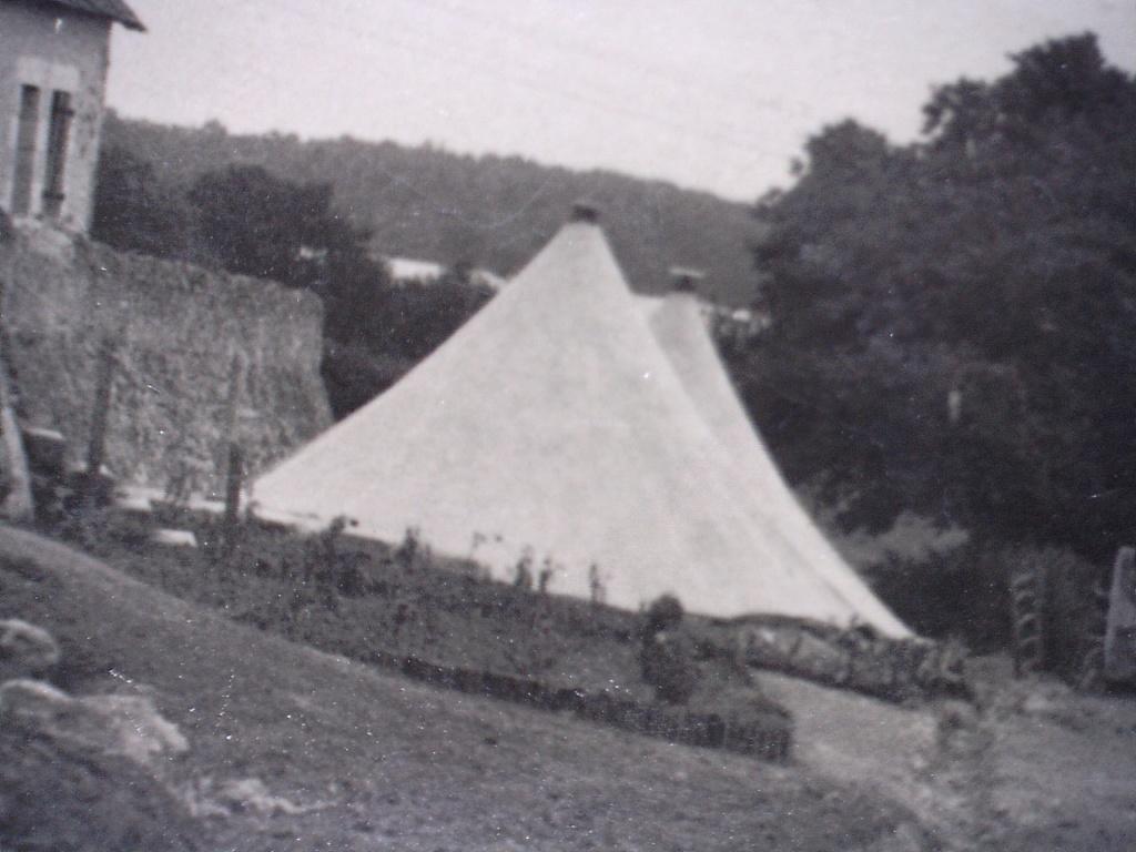 village tentes militaires, drapeau français, MARINE ? chantier de jeunesse ? 20410113