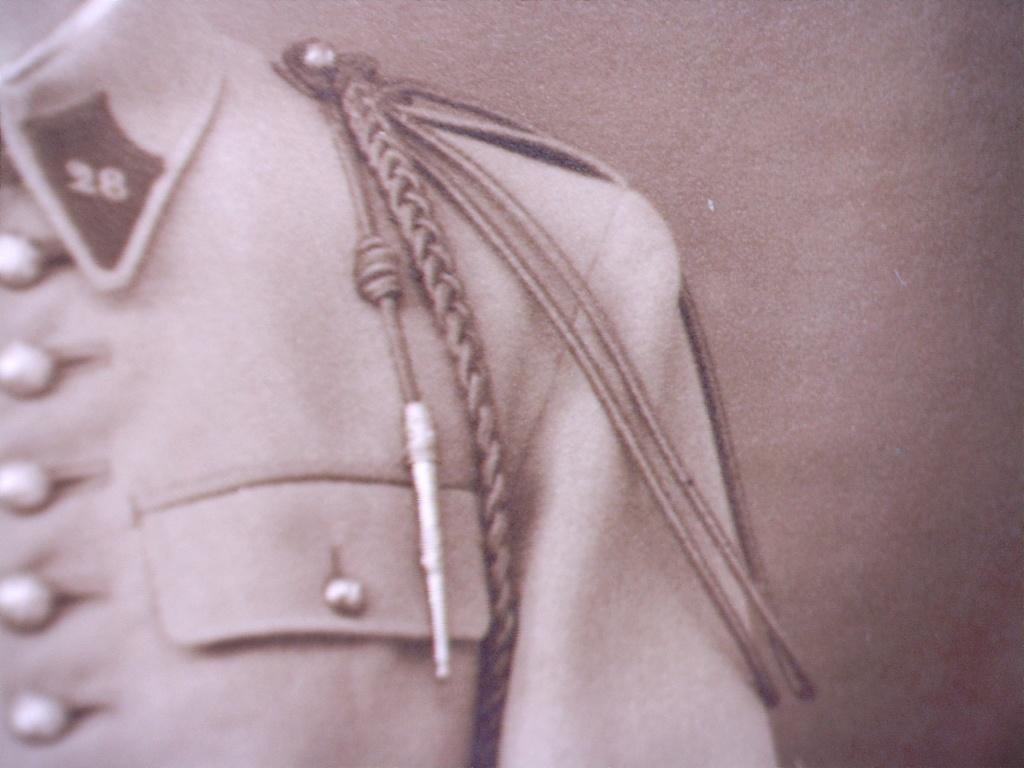 A identifier soldat numéro 28 avec fourragère 20412124
