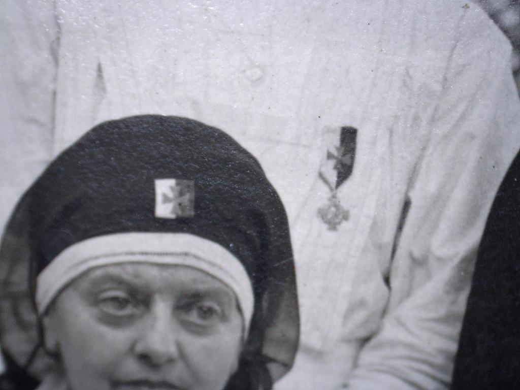 A identifier Sœurs infirmières ? Médailles et écussons 14/18 ? 20419111
