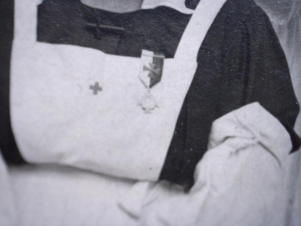 A identifier Sœurs infirmières ? Médailles et écussons 14/18 ? 20419112