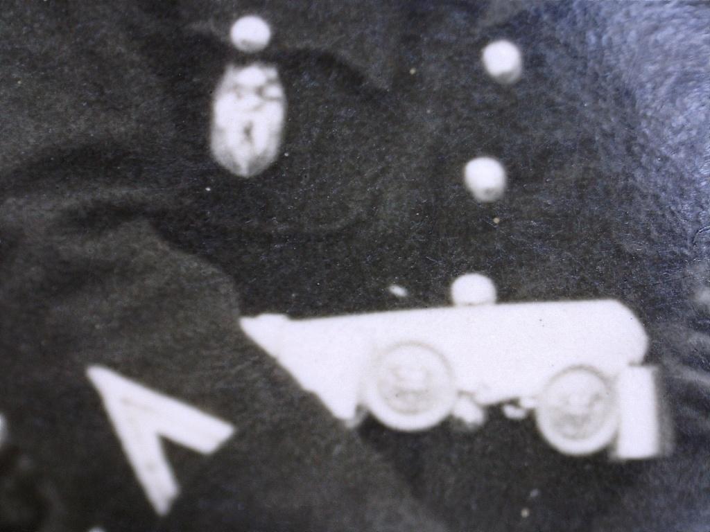 A identifier Gendarme en grande tenue lion sur insigne 20429122