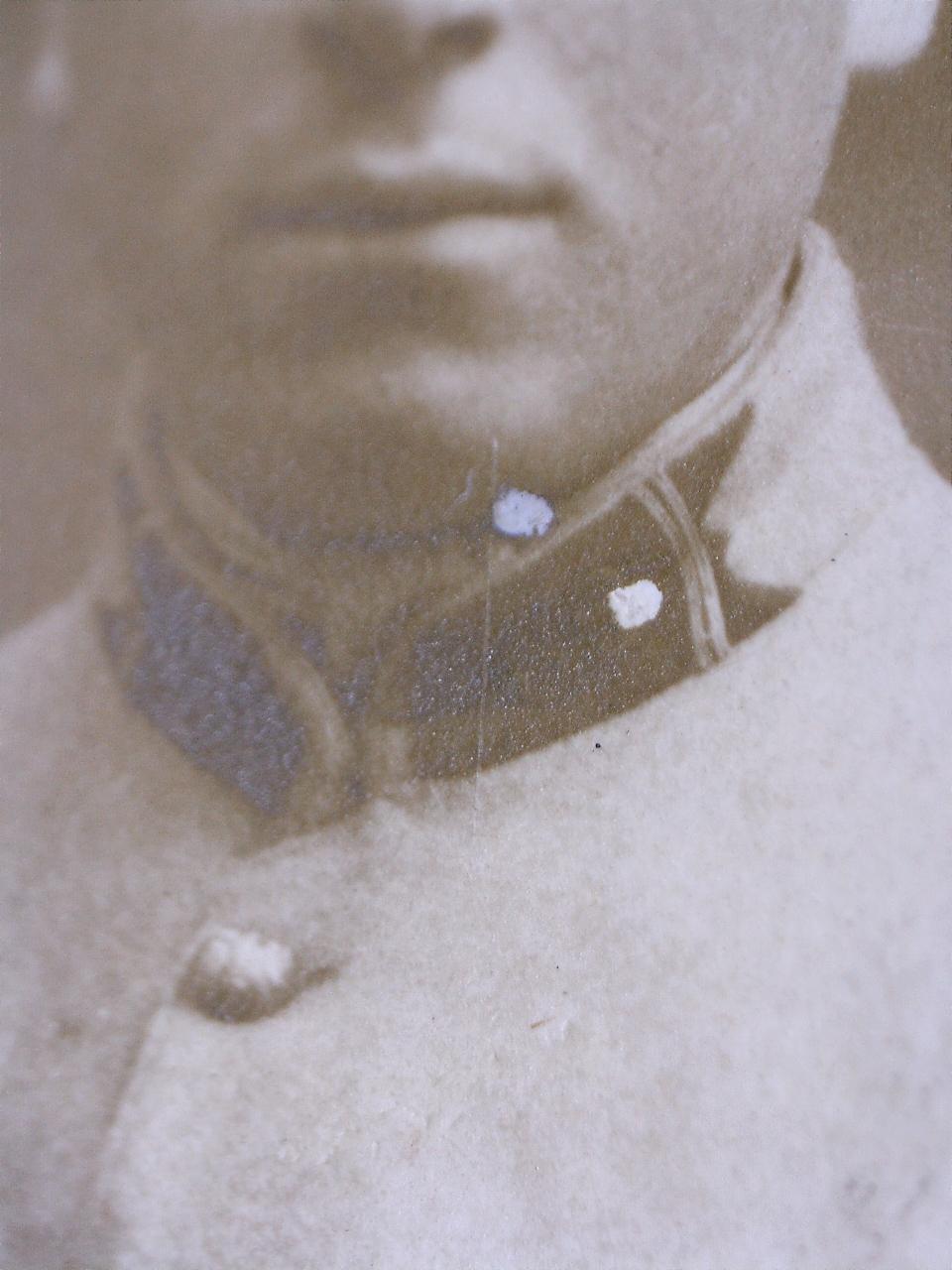 À identifier soldat fourragère avec insigne tête de loup ou chien, bottes lacées 20432112