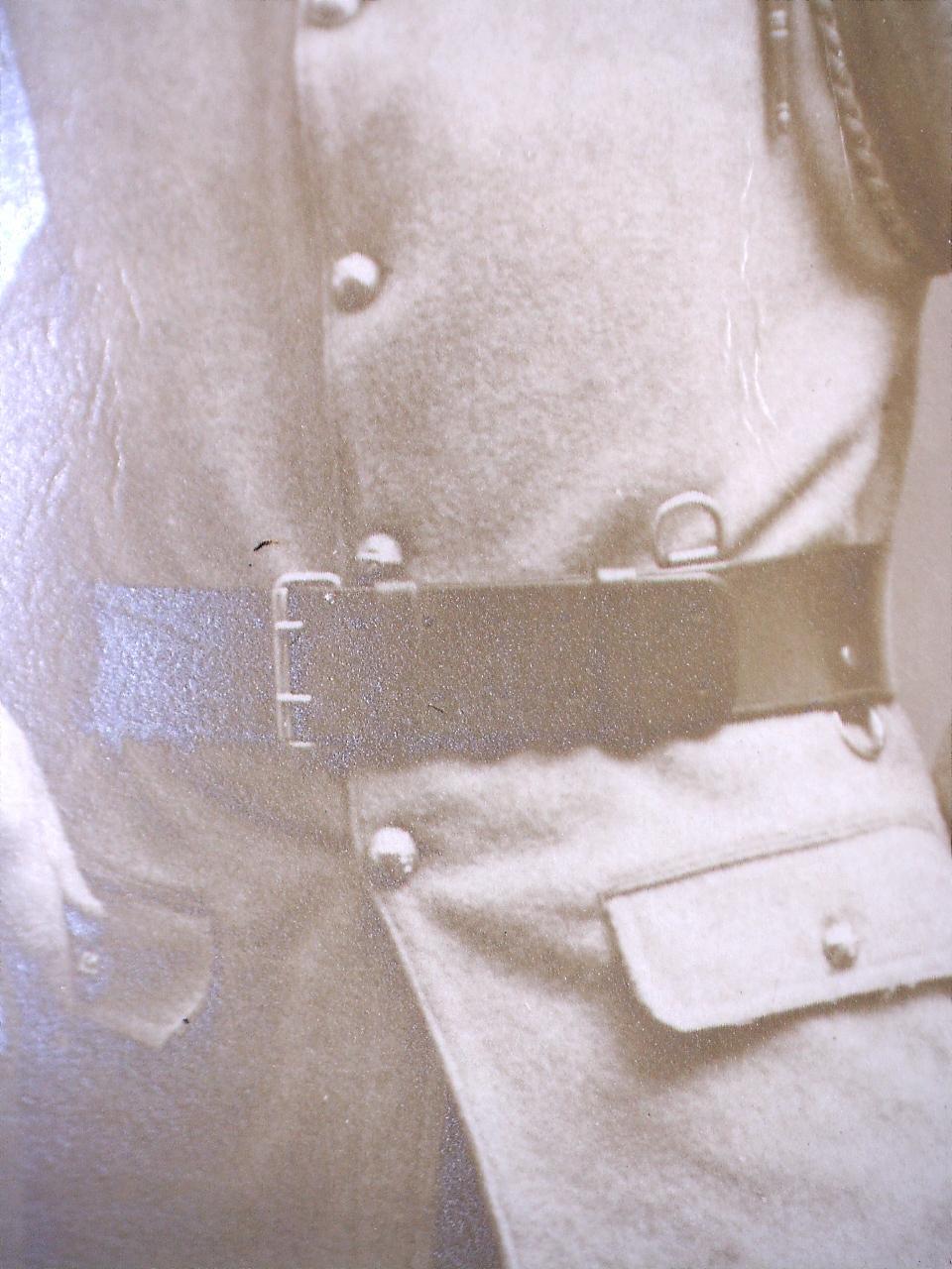 À identifier soldat fourragère avec insigne tête de loup ou chien, bottes lacées - Page 2 20441110