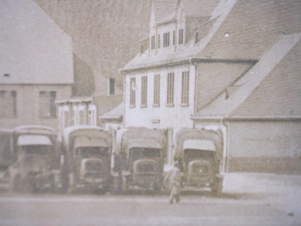 À identifier le lieu de ce casernement camions  20451711