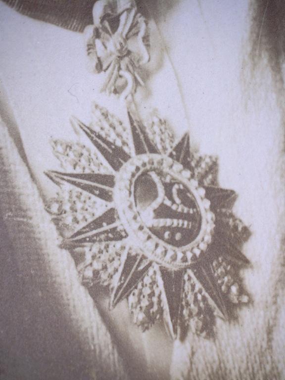 A identifier personnage militaire ? avec médaille ? au cou 20459410