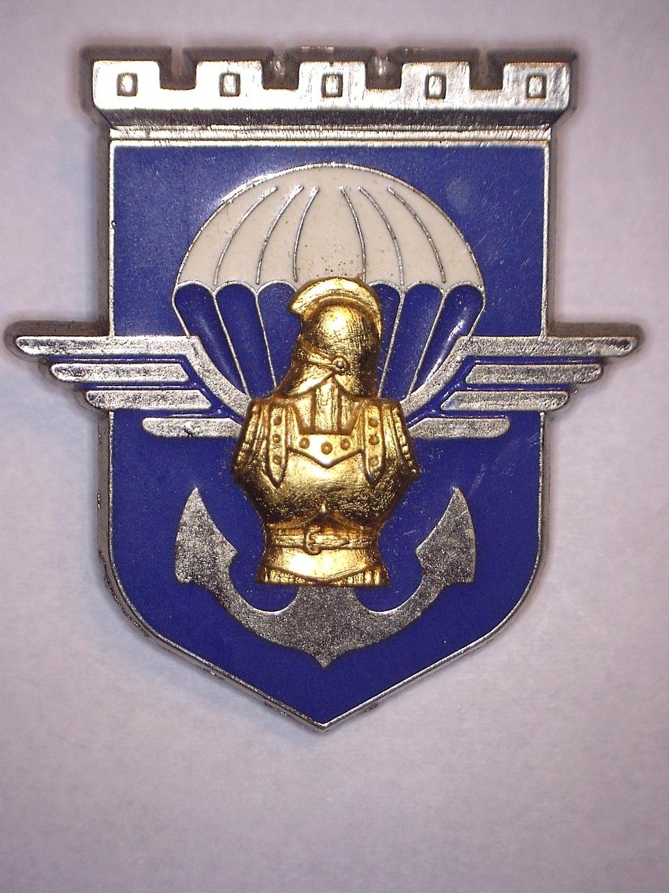 A identifier INSIGNE avec parachute aile armure ancre 20922114