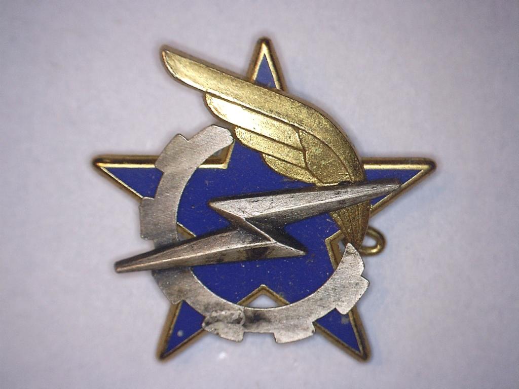 A identifier INSIGNE étoile éclair aile 20932114