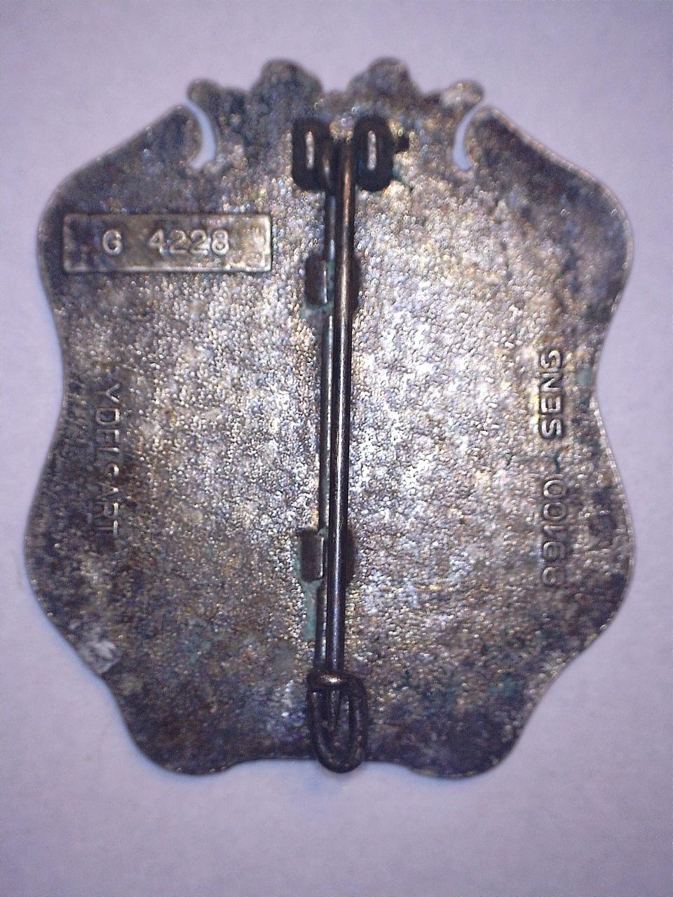 A identifier INSIGNE blason couronne 20942110