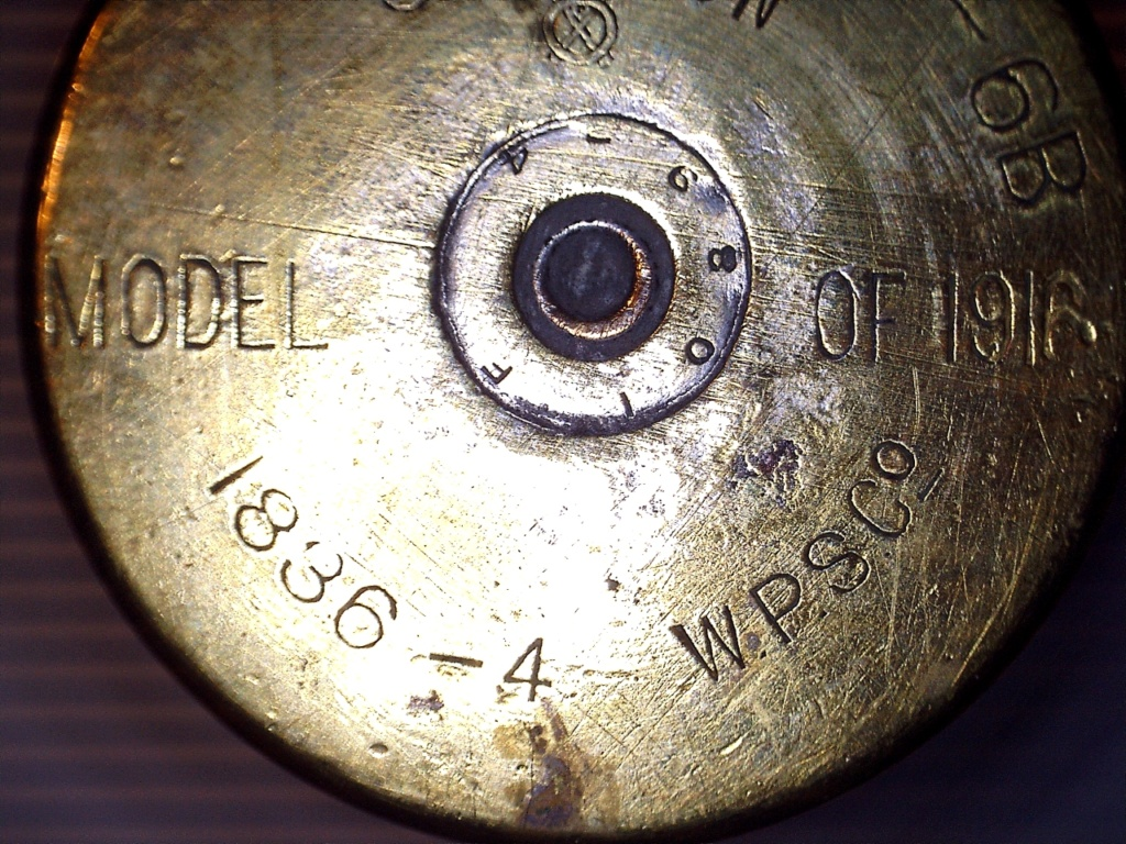 A IDENTIFIER 2 douilles d'obus transformés en verre ou gobelet 20952119