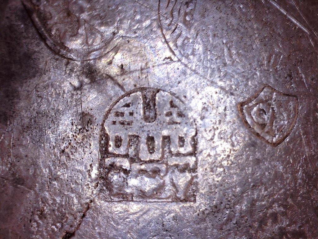 étain avec 6 poinçons château, lys, tête avec oiseau dessus, chiffres 21411113