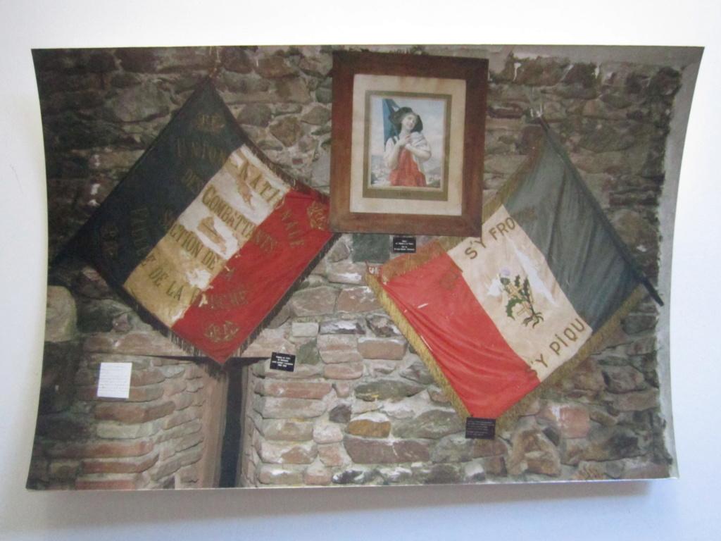 A identifier photos musée drapeaux vallée de la bruche, qui s'y frotte s'y pique Img_0848