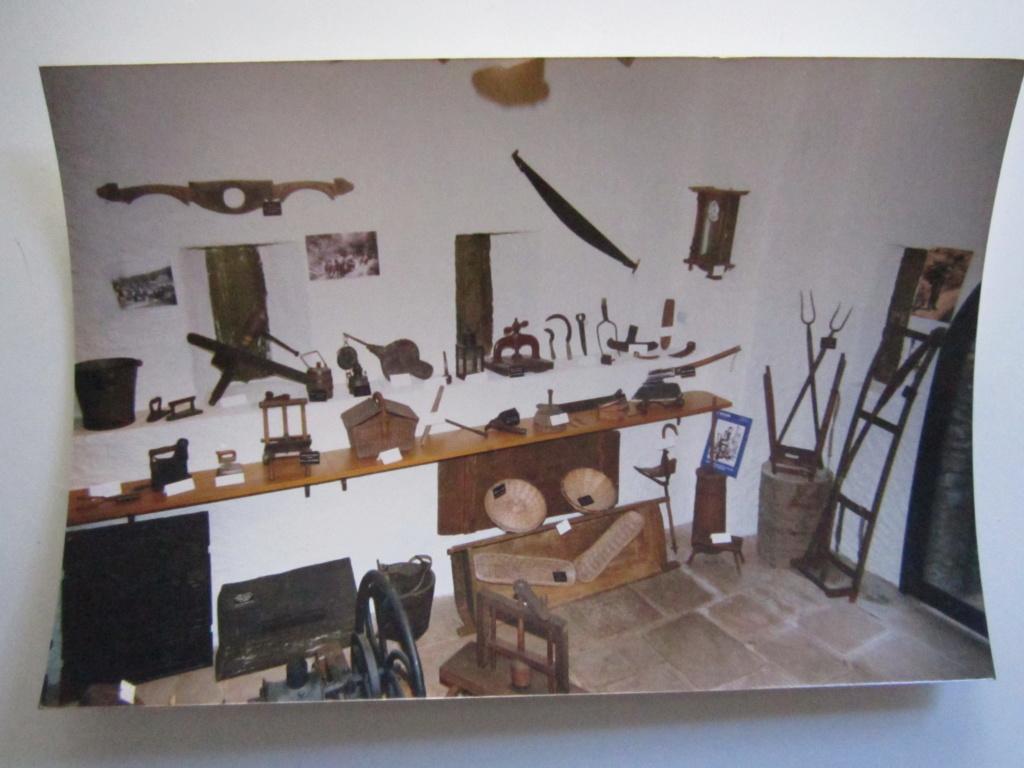 A identifier photos musée drapeaux vallée de la bruche, qui s'y frotte s'y pique Img_0850