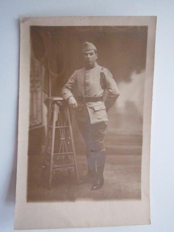À identifier soldat fourragère avec insigne tête de loup ou chien, bottes lacées Img_0946