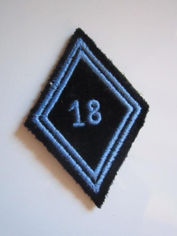 À identifier tissu avec chiffre 18 de couleur bleue Img_1241