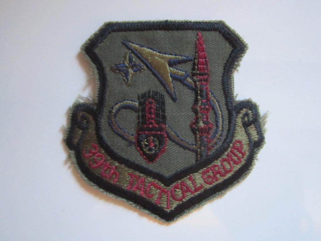 À identifier tissu Militaire étranger Img_1257