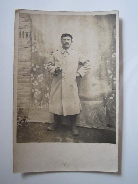 À identifier Albert et sa nouvelle capote et képi Img_1333