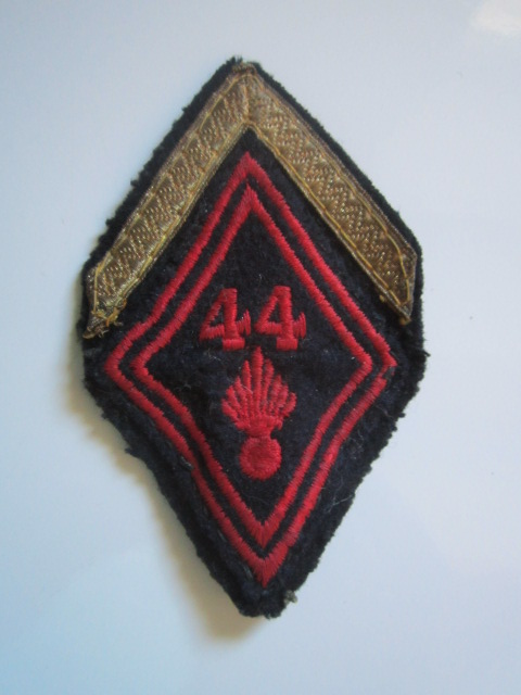 A identifier insigne tissu avec grade numéro 44 Img_5727