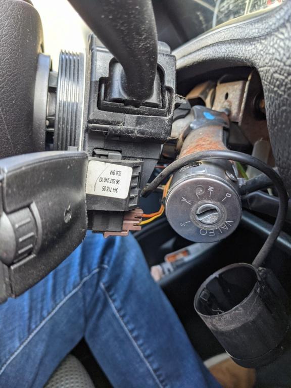 Démonter commande sous-volant Pxl_2011