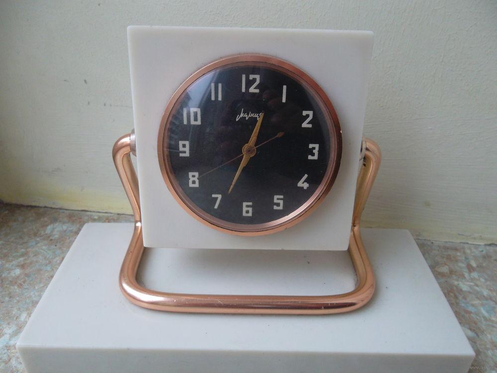 """Horloge de table """"Tank"""" de Molnija Molnia11"""