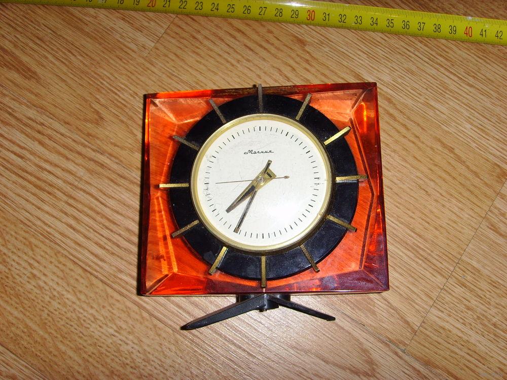 """Horloge de table """"Tank"""" de Molnija Molta11"""