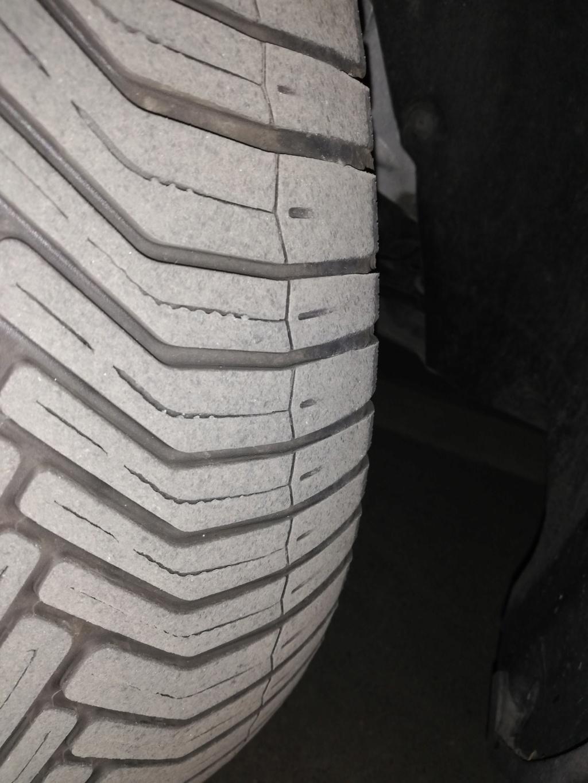 Neumáticos delanteros desgastados en 13000 km por fallo de alineación del Servicio Oficial Img_2015