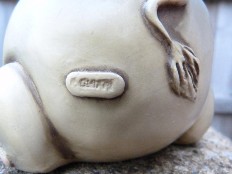 Wacky pottery elephant money box. Who made this please? P1130124