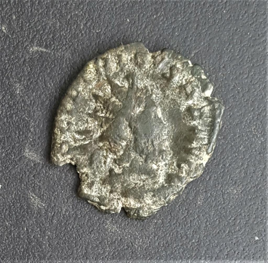 Antoniniano de Tétrico I. VIRT AVGG. Valor o Marte a izq. Trier 20210410
