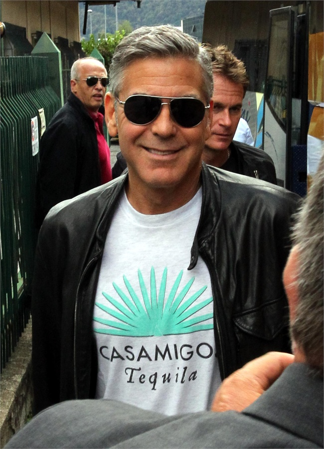 Photos: George Clooney and Sandra Bullock at his house in Italy Vff_cl10