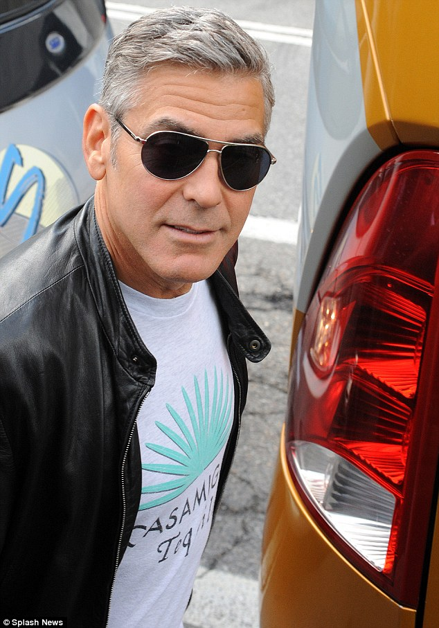 Photos: George Clooney and Sandra Bullock at his house in Italy Vff_cl22