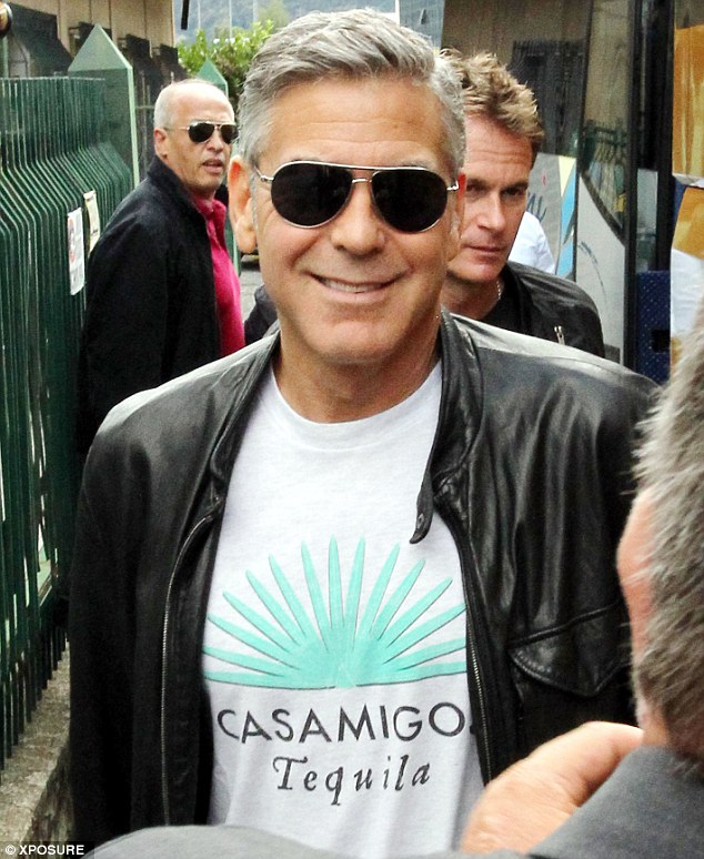 Photos: George Clooney and Sandra Bullock at his house in Italy Vff_cl24