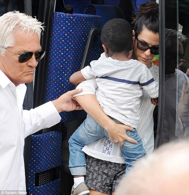 Photos: George Clooney and Sandra Bullock at his house in Italy Vff_cl25