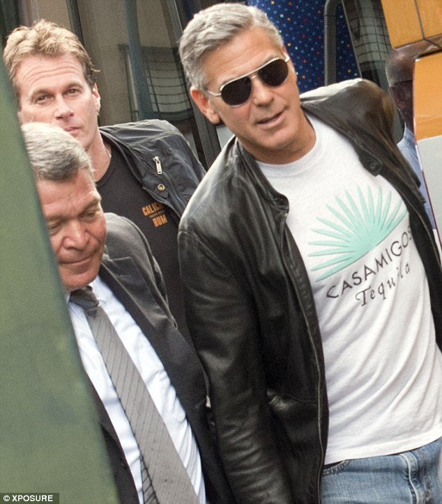 Photos: George Clooney and Sandra Bullock at his house in Italy Vff_cl27