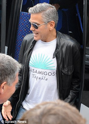 Photos: George Clooney and Sandra Bullock at his house in Italy Vff_cl28