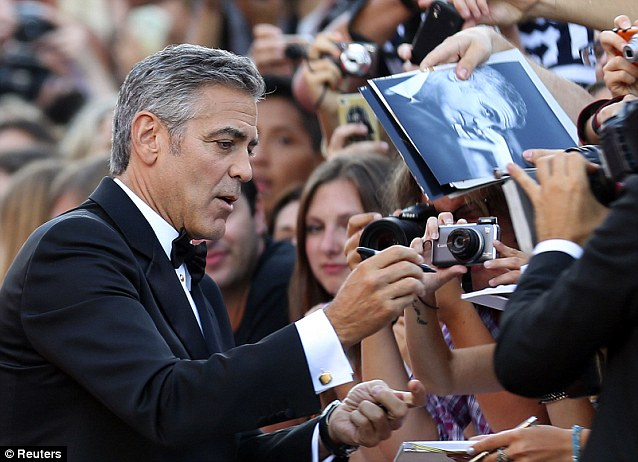 George Clooney and Sandra Bullock at the evening premiere of Gravity at Venice Film Festival - Page 2 Vff_cl38
