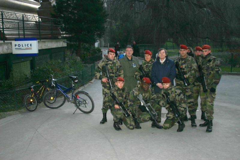 les réservistes du 1er RCP participent à Vigipirate à PARIS pour la fin d'année Img_1612