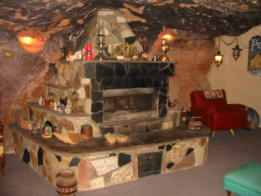 Maison troglodyte de HOLE N'THE ROCK à Moab, Utah - USA Foyer_10
