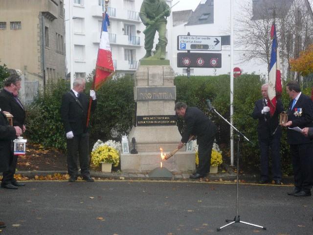 Arrivée de la flamme du souvenir à Quimper et transmission à Fouesnant 11_de_10