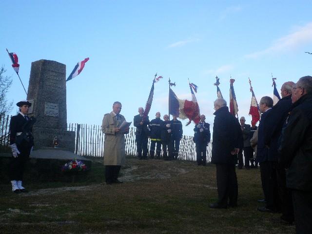Arrivée de la flamme du souvenir à Quimper et transmission à Fouesnant 2811_l10