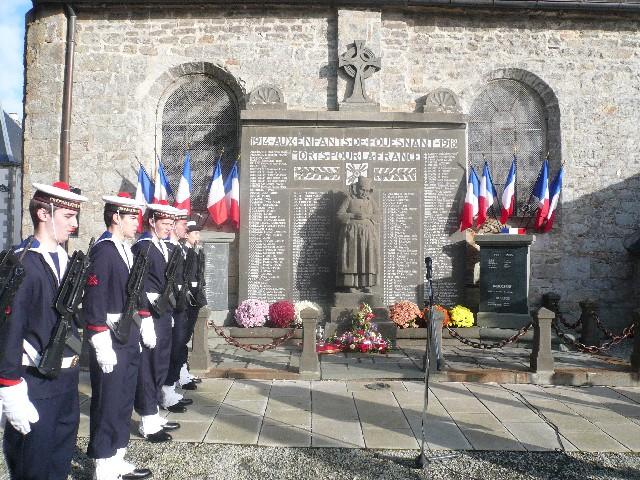 Arrivée de la flamme du souvenir à Quimper et transmission à Fouesnant 3013le10