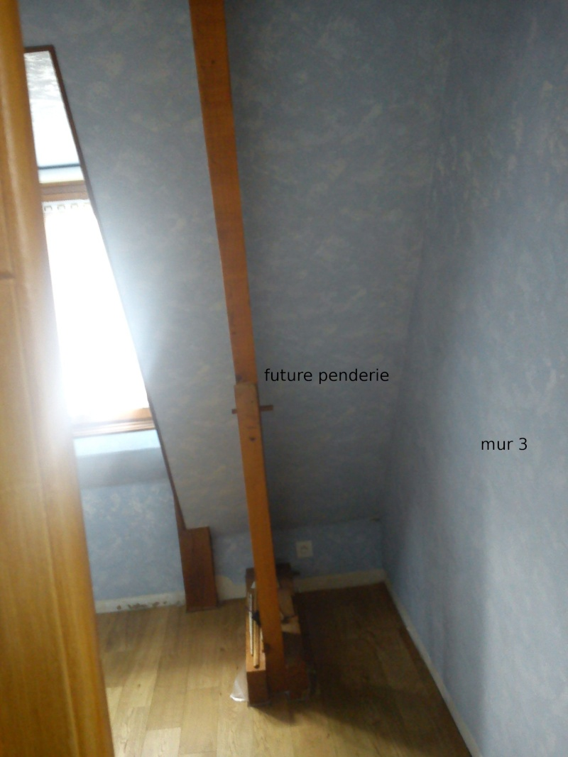 Petite chambre bébé garçon sous combles Dsc00114