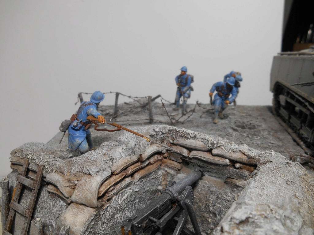 Août 1918 - L'espoir renaît - Saint-Chamond (Takom 1/35e) et figurines HISTOREX 1/32e puis figurines ICM 1/35e R40-ao11